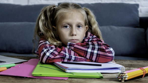 Die Schule muss Kinder aus sozial und finanziell benachteiligten Familien besser unterstützen. Daher fordert die AK mehr Geld für Brennpunktschulen. © samuel - stock.adobe.com, AK Stmk