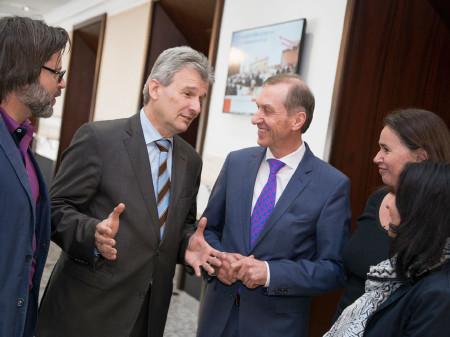 ÖGB-Präsident Erich Foglar im Gespräch mit AK-Präsident Josef Pesserl und AK-Vizepräsidentin Patricia Berger (v.l.) © Graf, AK Stmk
