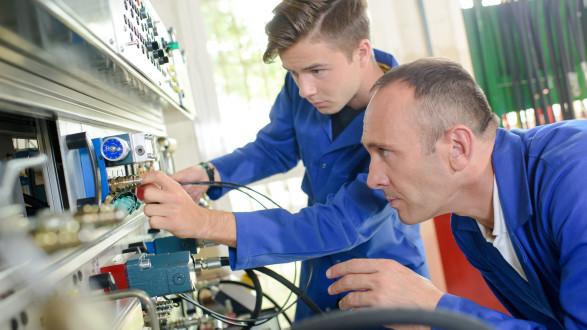 Vor der Suche nach einer Lehrstelle sollten sich Jugendliche darüber im Klaren sein, für welchen Beruf sie sich interessieren. © auremar - stock.adobe.com, AK Stmk
