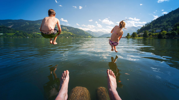 Das Planschen in steirischen Badeseen und Freibädern kann teuer werden. © Andreas Schindl - stock.adobe.com, AK Stmk