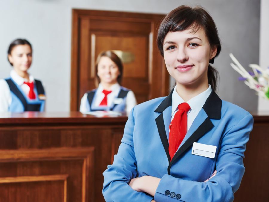 Empfangsdamen in einem Hotel © Fotolia.com/Kadmy, AK Stmk