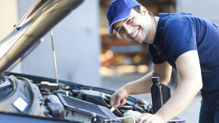 Konsumenten können ihr Auto auch in einer freien Werkstatt warten lassen, ohne den Garantieanspruch zu verlieren. © Minerva Studio - stock.adobe.com, AK Stmk
