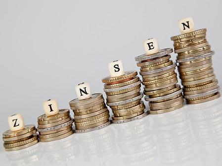 Münzen in ansteigenden Stapeln © macgyverhh, Fotolia