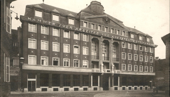Ansicht des AK-Gebäudes aus dem Jahr 1927. Im Zweiten Weltkrieg wurde das Haus schwer beschädigt. Später wurde es wieder auf- und umgebaut. © AK Stmk, AK Stmk