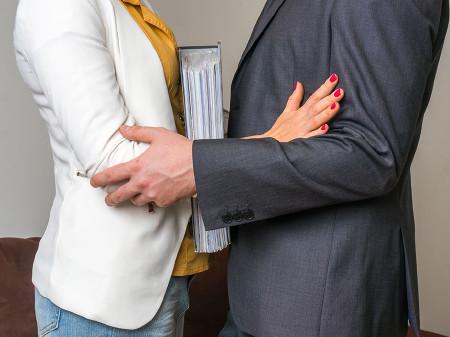 Sexuelle Belästigung hat am Arbeitsplatz nichts verloren! © Fotolia.com/andriano cz, AK Stmk