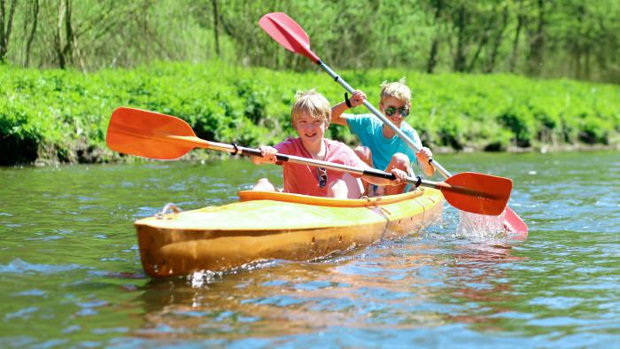 Die AK Steiermark bietet vielen Kindern heuer Spiel, Sport und Spaß bei Sommerferiencamps. © adobe.stock.com, AK Stmk
