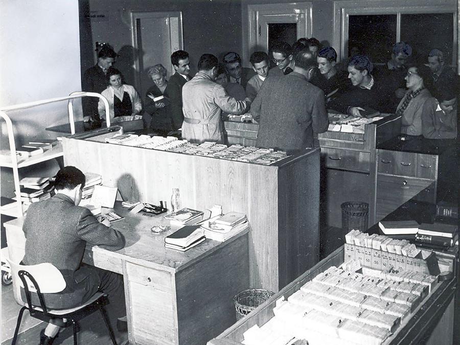 Auch in den 50er-Jahren herrschte reger Andrang in der AK-Bibliothek. © -, AK Stmk