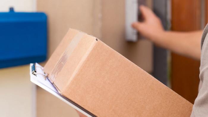 Paket verloren gegangen, wer haftet? Beschäftigte sollten Schäden nicht sofort bezahlen, da Mäßigungskriterien greifen könnten © Kzenon - stock.adobe.com, AK Stmk