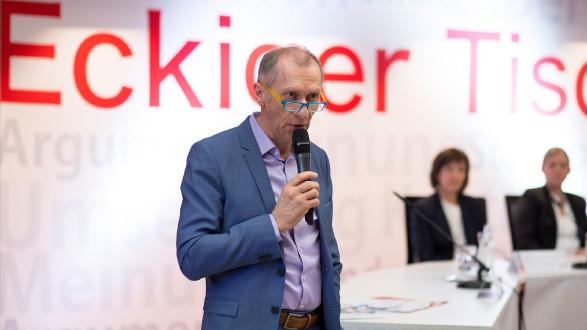 AK-Präsident Josef Pesserl: Diskussion am Eckigen Tisch über die Pflegeausbildung. © Graf-Putz, AK Stmk