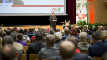 Philipp Blom hielt einen Vortrag darüber, was seiner Meinung nach gerade alles auf dem Spiel steht. © AK Stmk
