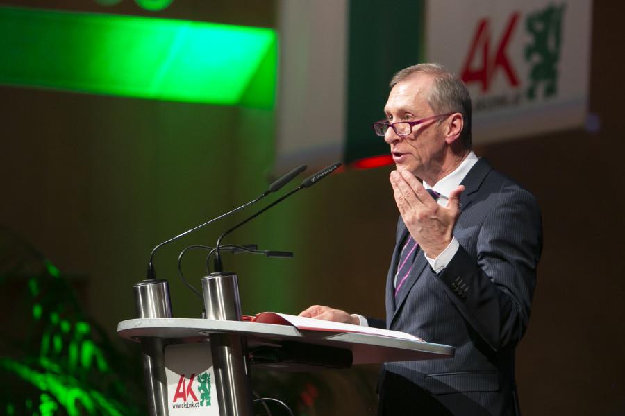 AK-Präsident Josef Pesserl erinnerte daran, dass die AK nicht gegen Unternehmen und Politik, sondern für die Beschäftigten arbeite. © Eder, AK Stmk