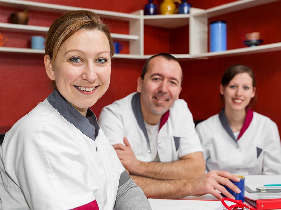 Pflegekräfte bei einer Besprechung © www.miriamdoerr.com, AK Stmk