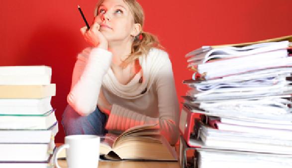 Strebhafte Schülerin beim Lernen © Sandor Jackal, Fotolia