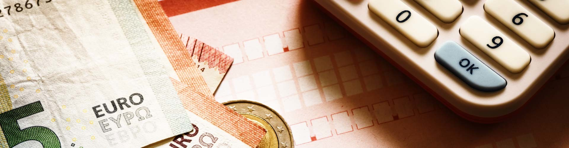 Taschenrechner, Banknoten © stock.adobe.com, Adobe Stock