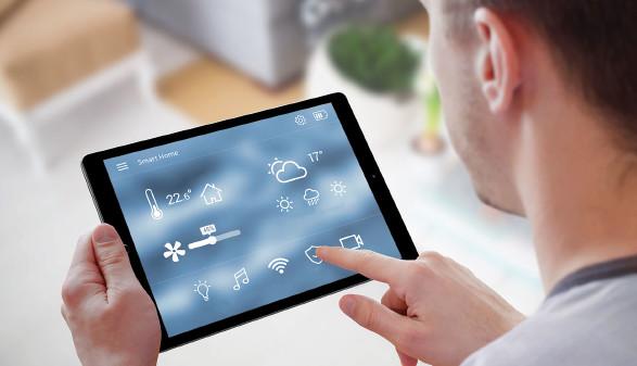 Mit intelligenten Systemen, kann man beim Wohnen sparen. Aber es hinterlässt Datenspuren im Internet. © Stanisic Vladimir - stock.adobe.com, AK Stmk