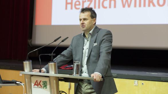 Prof. Dr. Dr. Werner Anzenberger betonte in seiner Rede die Wichtigkeit der SVP. © Temel, AK Stmk