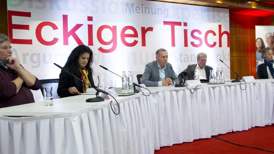 Klaus Tasch, Claudia Brandstätter, Josef Pesserl, Kurt Nekula und Josef Zollneritsch (v. l.). © Graf-Putz, AK Stmk