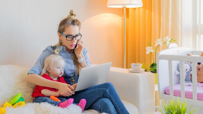 Von der Elternkarenz zurück in den Job. © stock.adobe.com/Kaspars Grinvalds, AK Stmk
