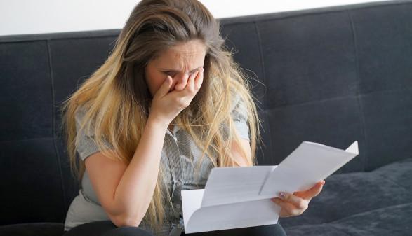 Zuerst der Schreck, dann die gute Nachricht: Die Frau musste die offene Forderung nicht bezahlen. © polack - stock.adobe.com, AK Stmk